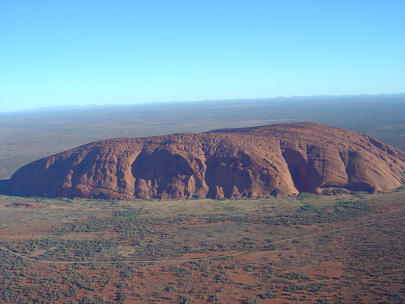 800px-uluru_helicopter_view.jpg