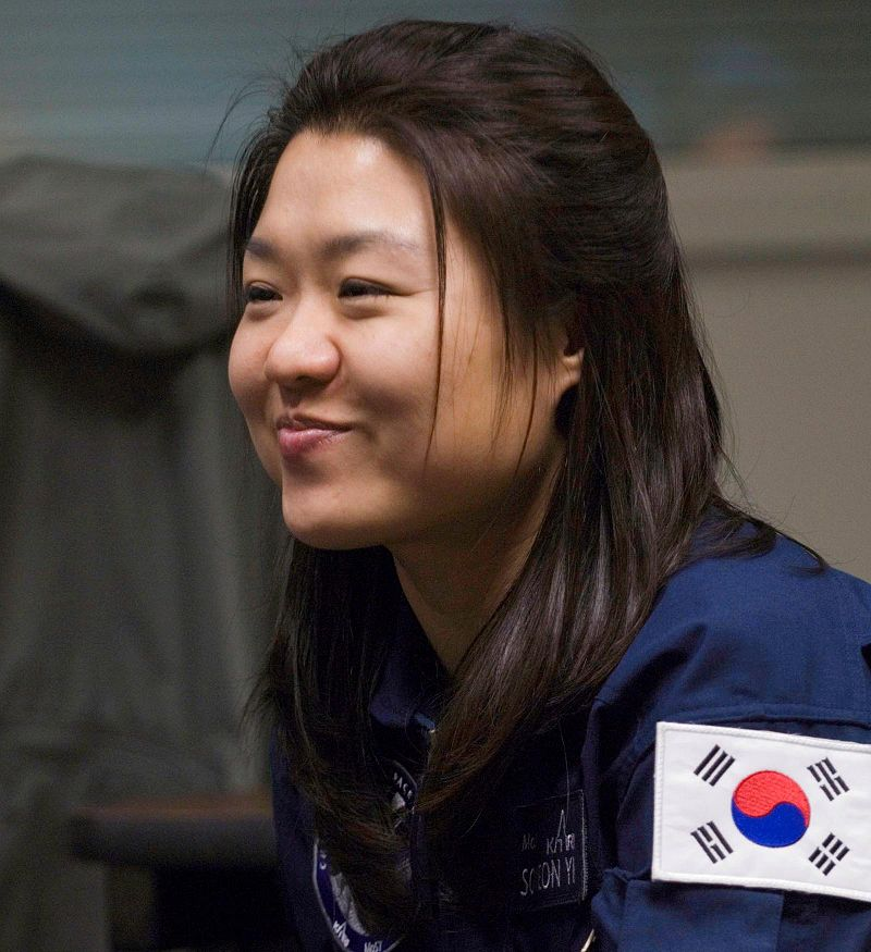 800px-yi_so-yeon_nasa_jsc2008-e-004174.jpg