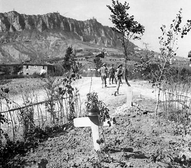 a_soldier_s_grave_in_monte_titano_september_1944.jpg