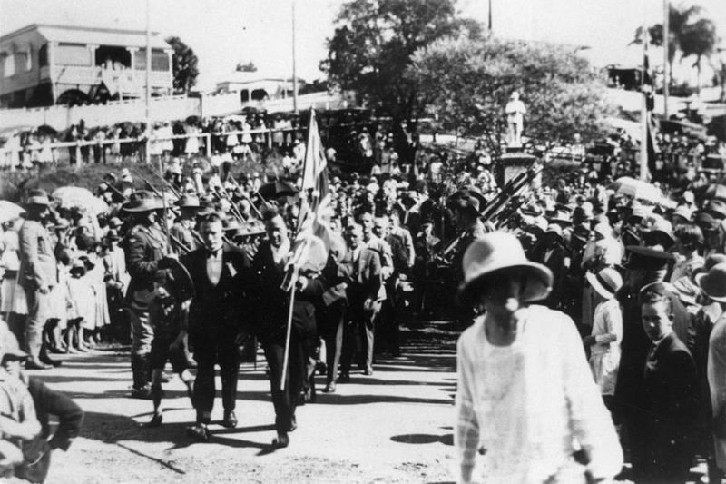 anzac_day_at_manly_1922.jpg