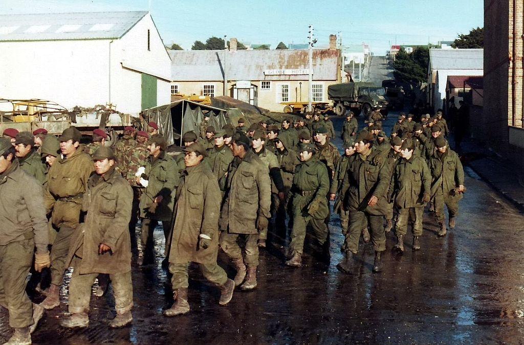 argentine_prisoners_of_war_port_stanley.JPG