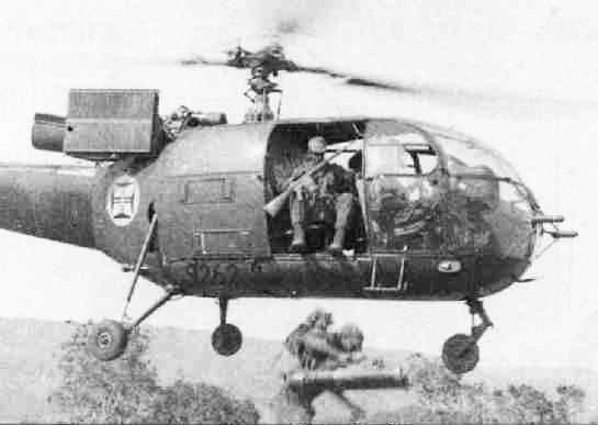 A merevszárnyú repülőgépek mellett a helikoptereket is szép számmal alkalmazták a portugálok - a képen egy francia gyártmányú Alouette III helikopter látható, amelyet elsősorban sebesültek és különleges katonák szállítására használtak. (forrás: Wikipedia)