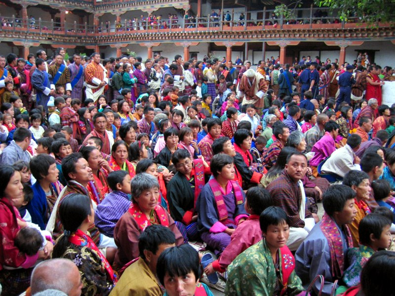 Az évente megrendezett több tucatnyi nagyszabású buddhista fesztivál és vallási ünnepség rendre tömegeket vonz. (forrás: Wikipedia)