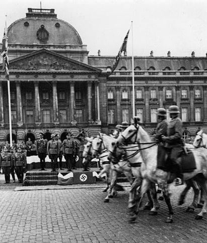 bundesarchiv_bild_146-1975-021-20_belgien_brussel_parade_vor_dem_schloss.jpg