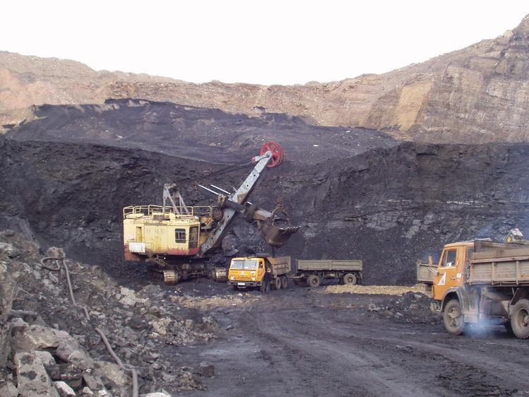 Tuva egyik legfontosabb bevételi forrása a bányászat. A fotón egy szénbánya részlete látható. (forrás: Wikipedia)