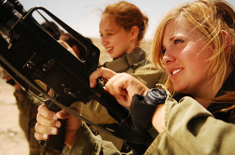 flickr_israel_defense_forces_female_soldiers_unload_their_weapons.jpg
