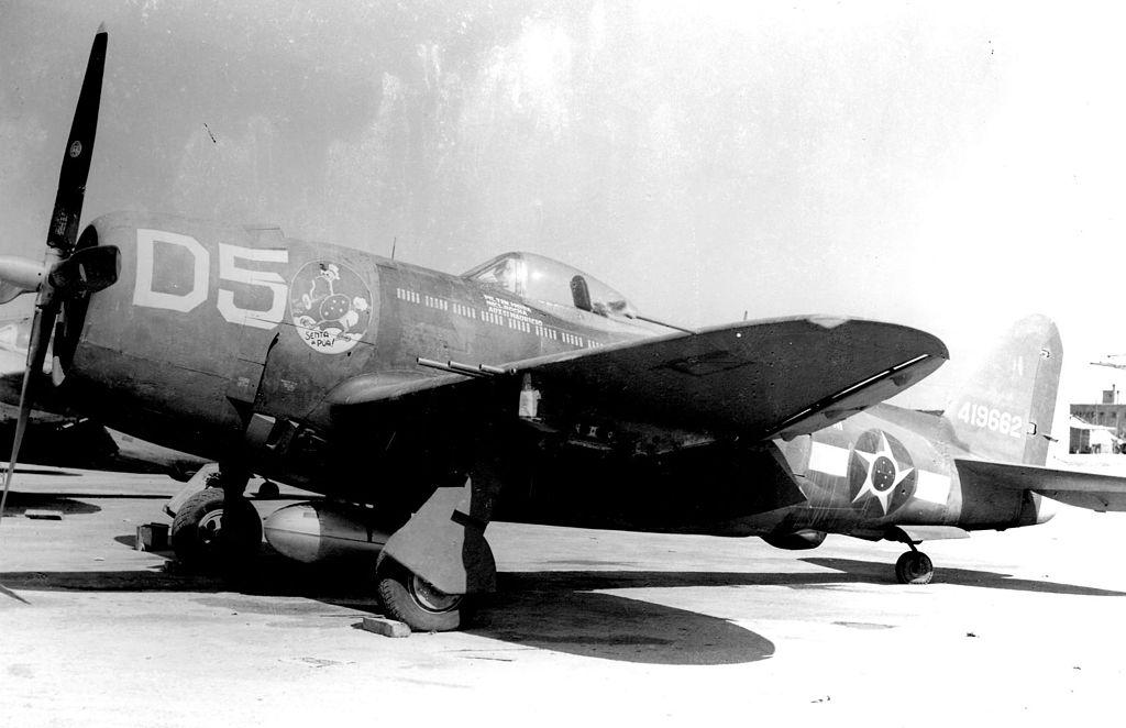 Az olaszországi fronton harcoló brazil repülőegységek főként amerikai repülőeszközökkel - mint a képen látható P-47 Thunderbolt - volt felszerelve. A brazil pilóták a háború alatt több ezer bevetést repültek, s elsősorban közvetlen támogató és csapásmérő feladatokat hajtottak végre. (forrás: Wikipedia)