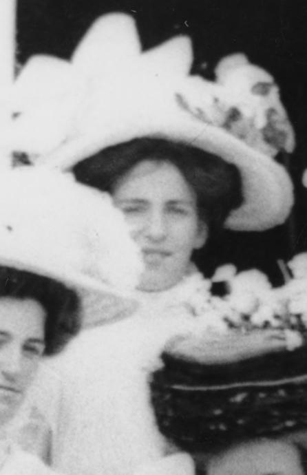 gertrude_clark_mother_of_edmund_hillary_1909.jpg