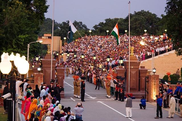international_border_at_wagah_evening_flag_lowering_ceremony.jpg