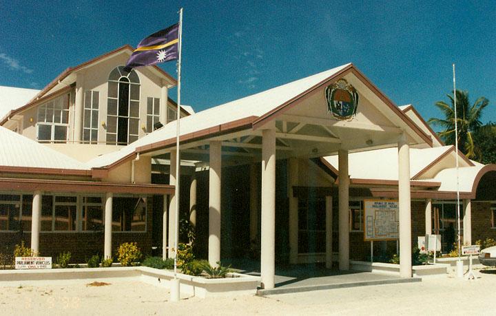 Nauru törvényhozásának épülete. Kicsiny ország - kicsiny parlament. (forrás: Wikipedia)