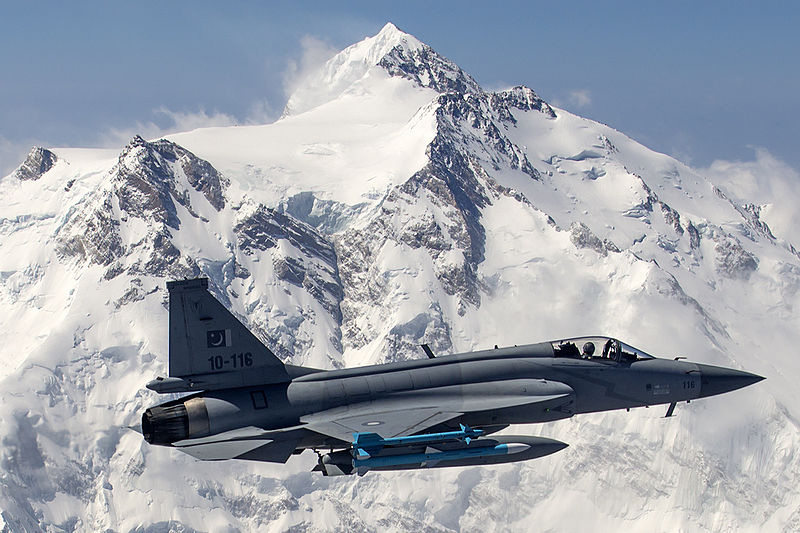 pakistan_air_force_jf-17_thunder_flies_in_front_of_the_26_660_ft_high_nanga_parbat.jpg