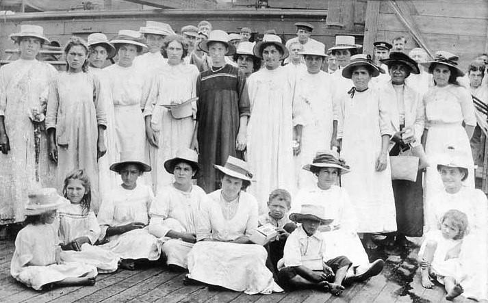 pitcairn_islanders_1916.jpg