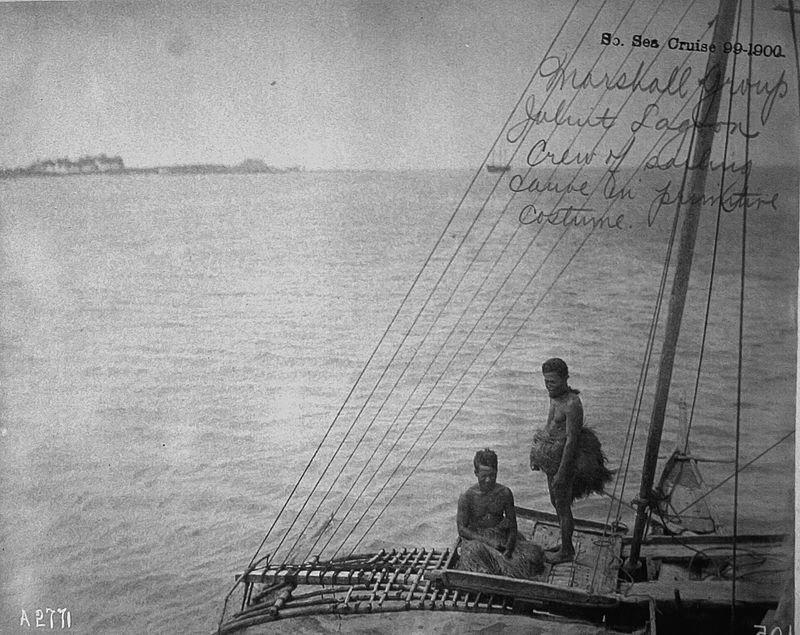 sailing_canoe_and_crew_jaliut_lagoon_marshall_islands_1899-1900.jpg