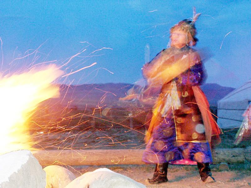 A tuvaiak számára fontos őseik hite, ezért szép számmal találkozhatunk az országban sámánokkal. (forrás: Wikipedia)