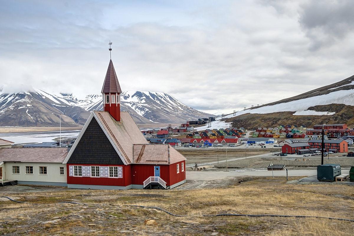 silversea-arctic-cruise-church-longyearbyen-norway.jpg