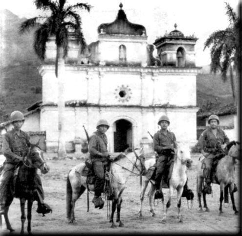 soldados_salvadore_os_patrullando_el_area_fronteriza_con_honduras_durante_la_guerra_de_las_100_horas_1969.jpg