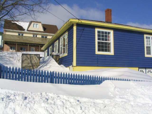 winter_in_saint-pierre_spm_blue_house.JPG