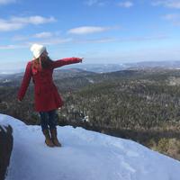 Meseszép kilátás a Stolby Nemzeti Park szikláiról