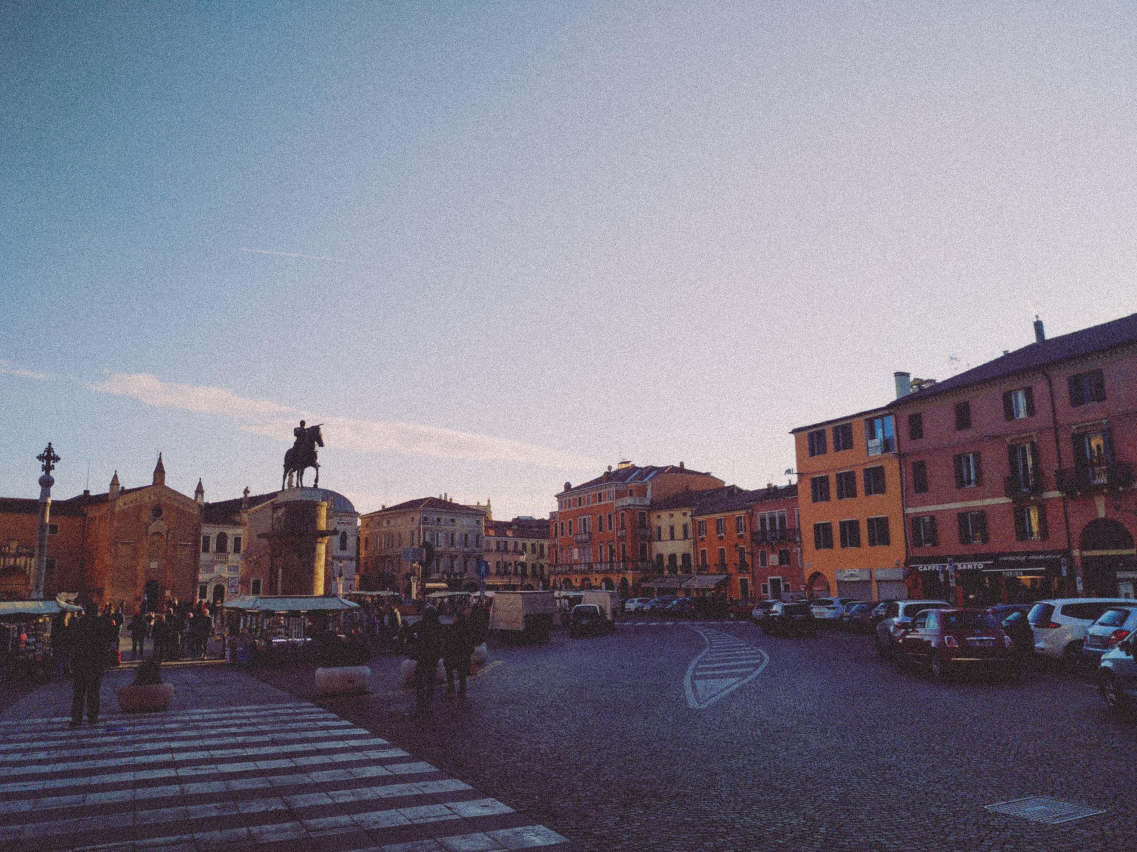 1-piazza-del-santo-padova.jpg