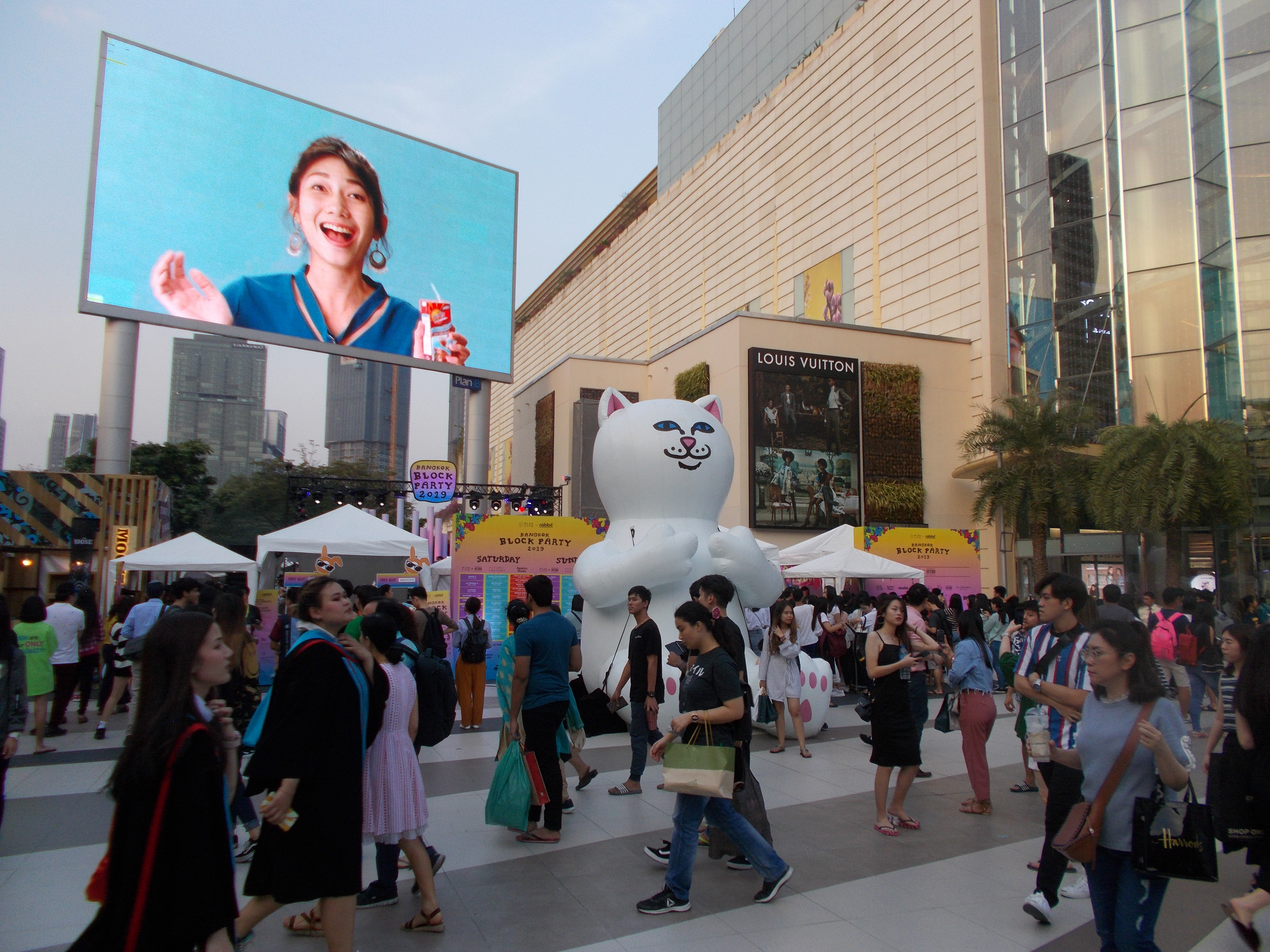 Bangkok, ahol a 'tömeg' szó új értelmet nyer