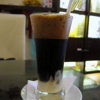 Így készül a vietnami kávé, egy zseniális videón