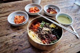 Hogyan lett egy tipikus hűtőtakarító étel a legnépszerűbb koreai világszerte?