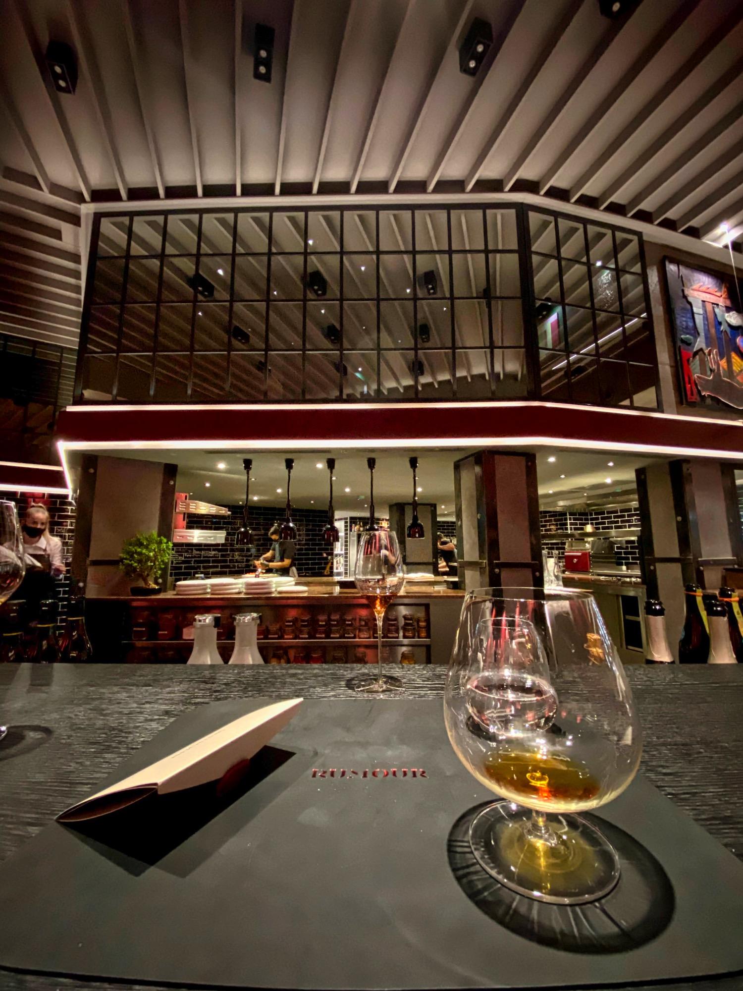 img_8687_rumour_racz_jeno_budapest_restaurant_jokuti_vilagevo_l_f.jpeg