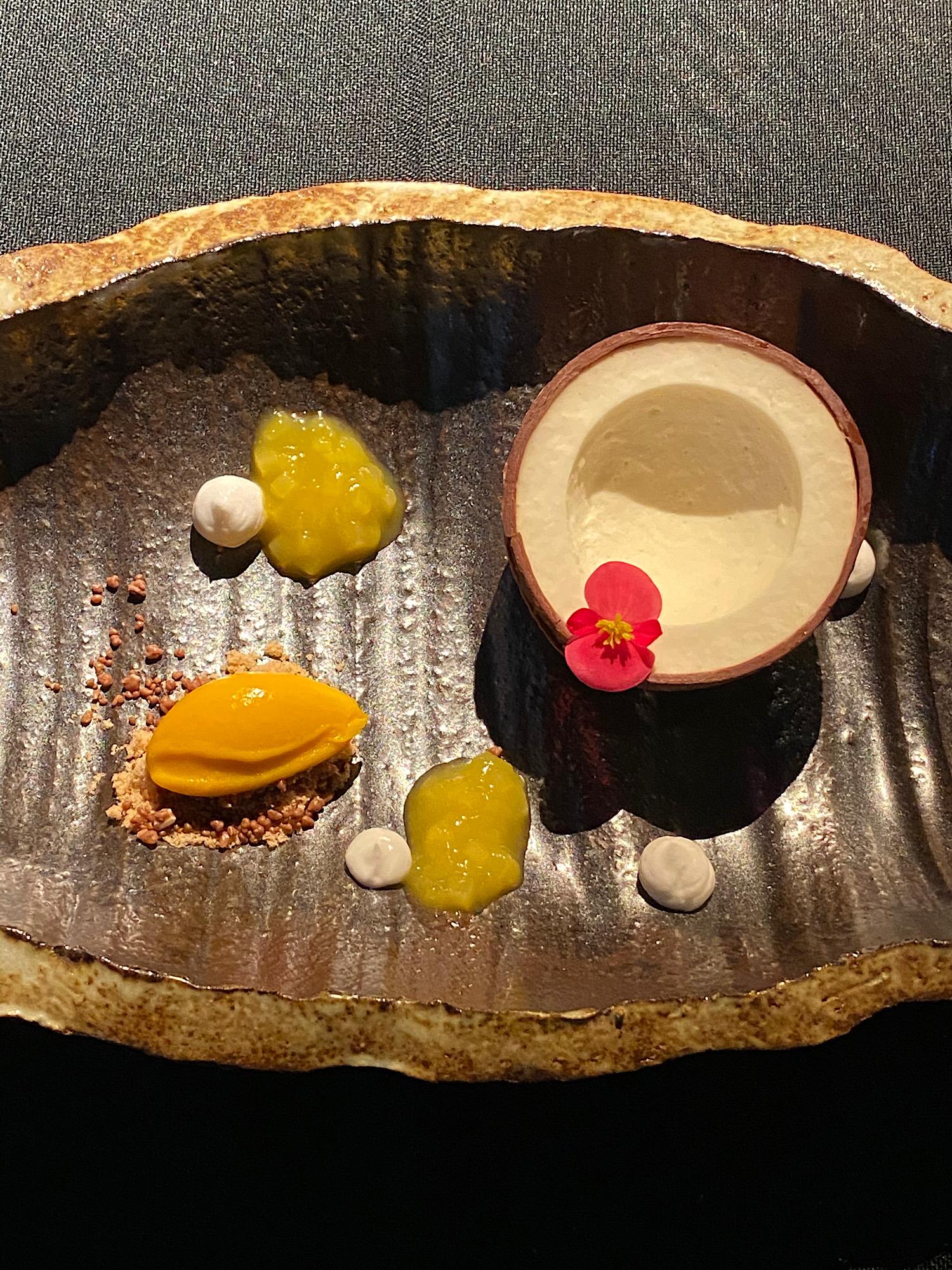 img_1934_3_uncensored_caviar_bull_restaurant_budapest_jokuti_vilagevo.jpg