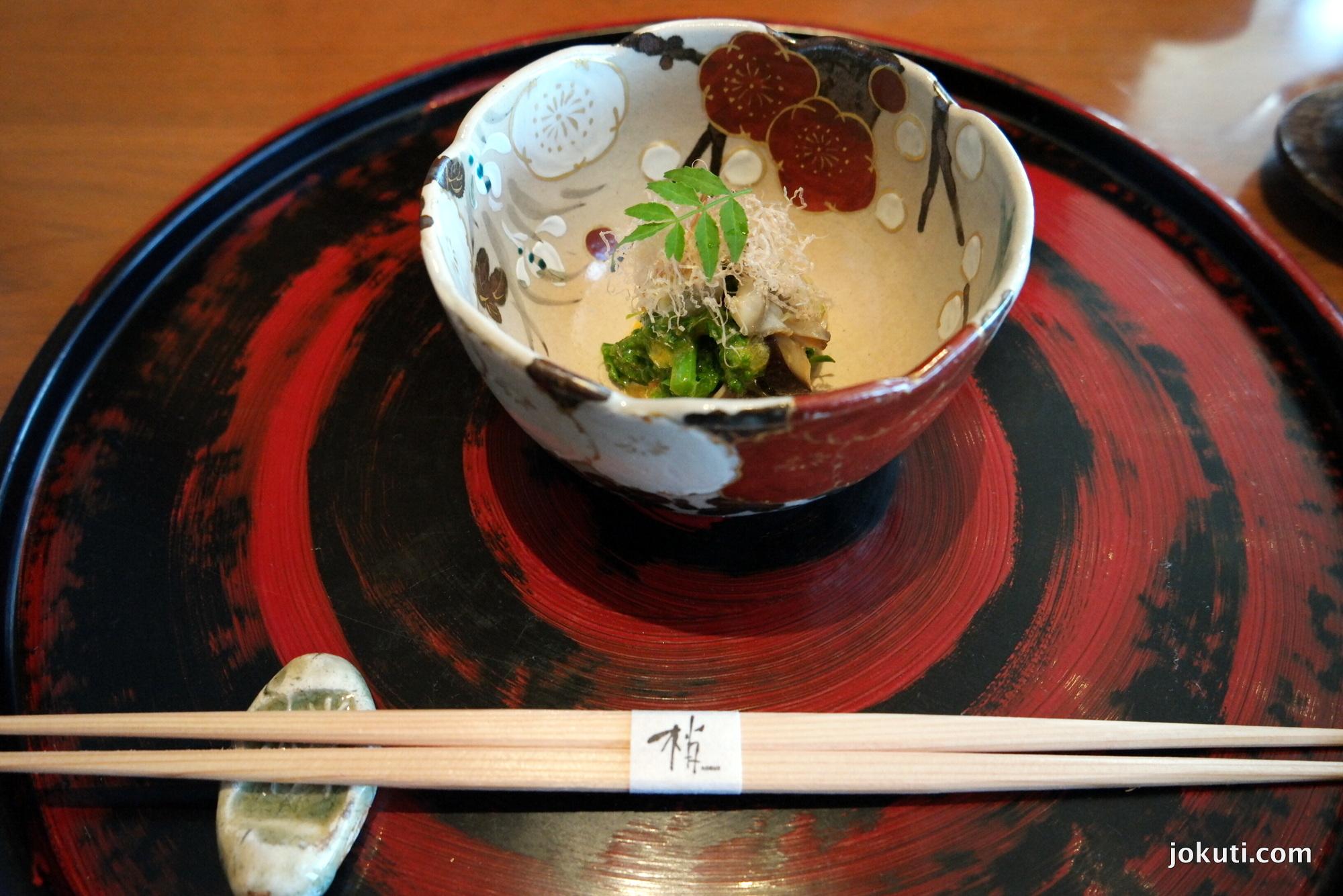 Párolt kagyló, tengeri algák, shiitakegomba, mustár