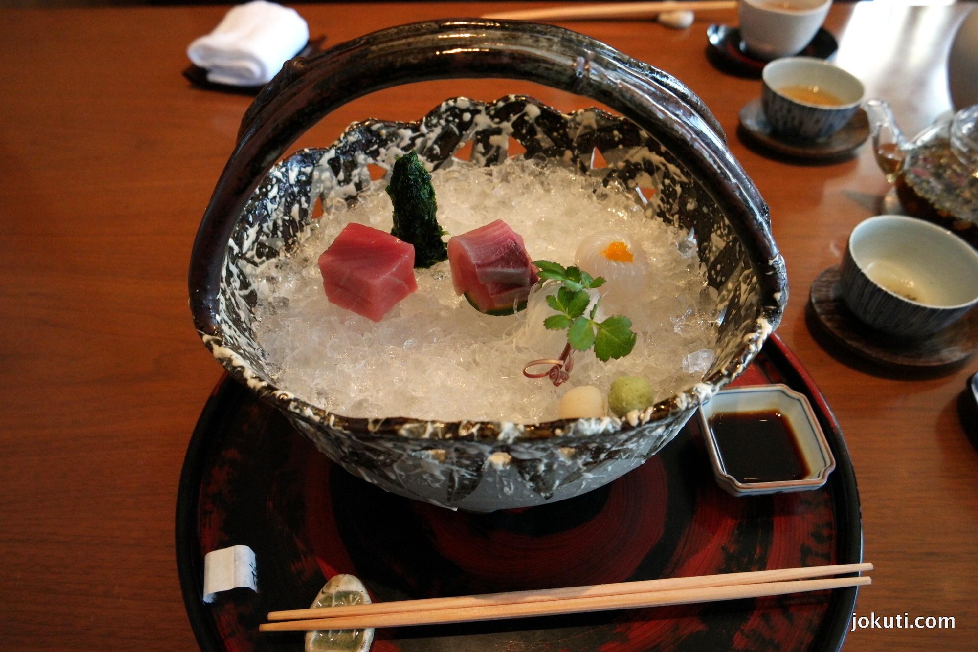 Sashimi: sárgaúszójú ton, tintahal.