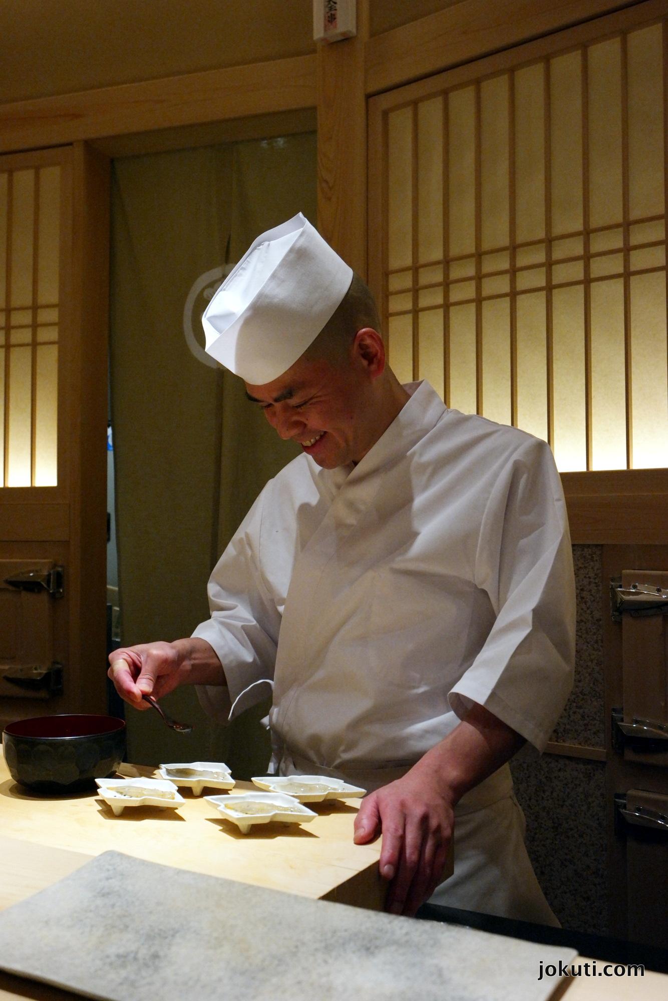 Shirauo ('japán szardella' vagy jéghal), az új év üdvözlésére.