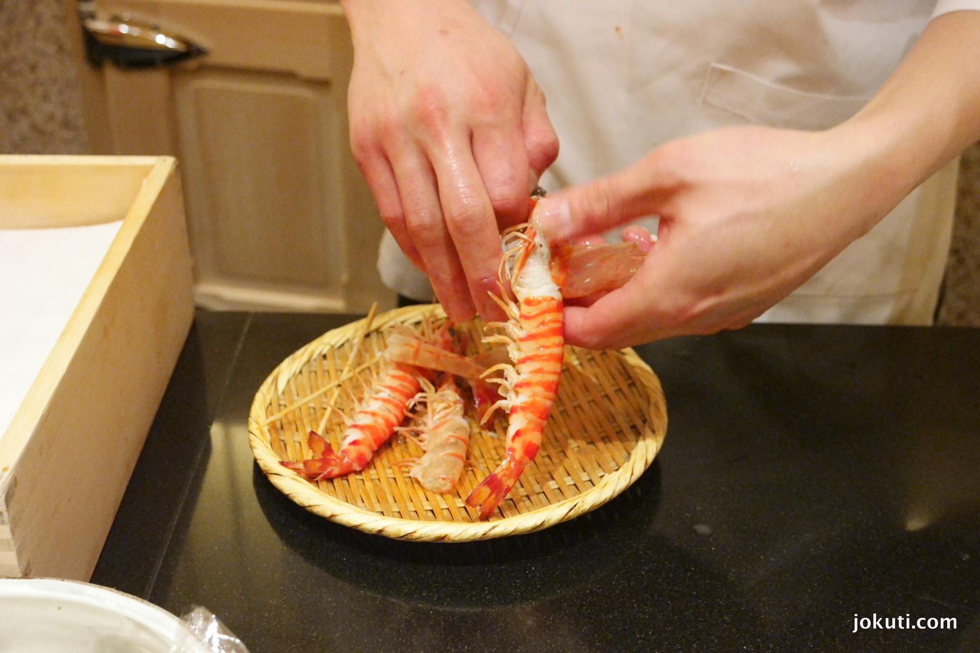 Kuruma ebi (shrimp) Cleaned by a helper of Saito.<br /><br />