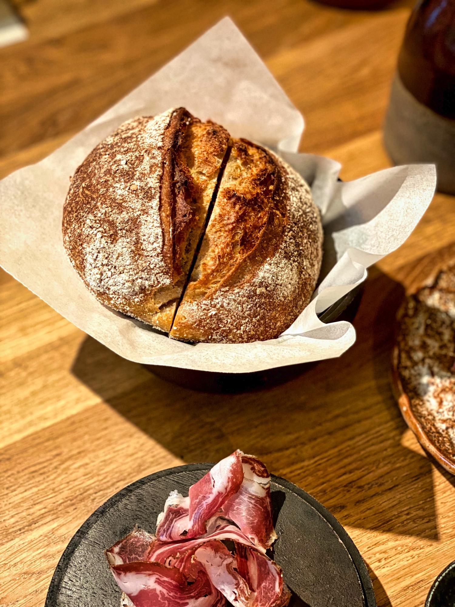 img_5931_salt_budapest_restaurant_jokuti_vilagevo_kenyer_bread_jokuti_vilagevo.jpg