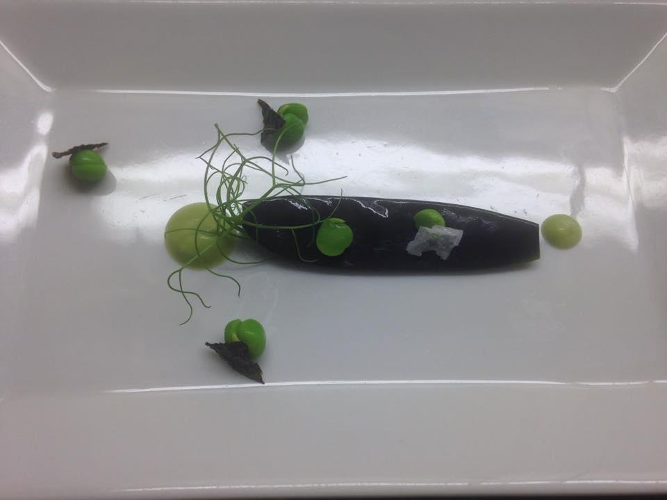 Lila cukorborsó, wasabi, sült nori.