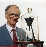 150px-Pitch_drop_experiment_with_John_Mainstone.jpg