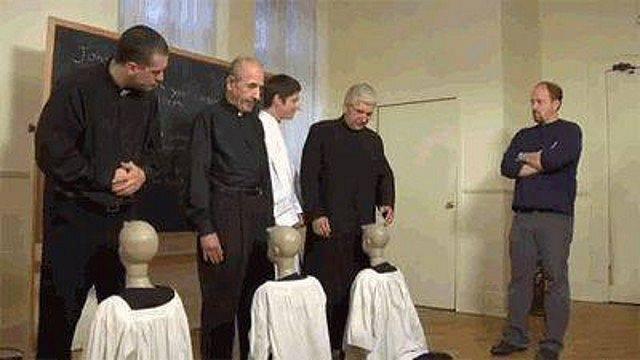 Papok gyakorolnak.jpg