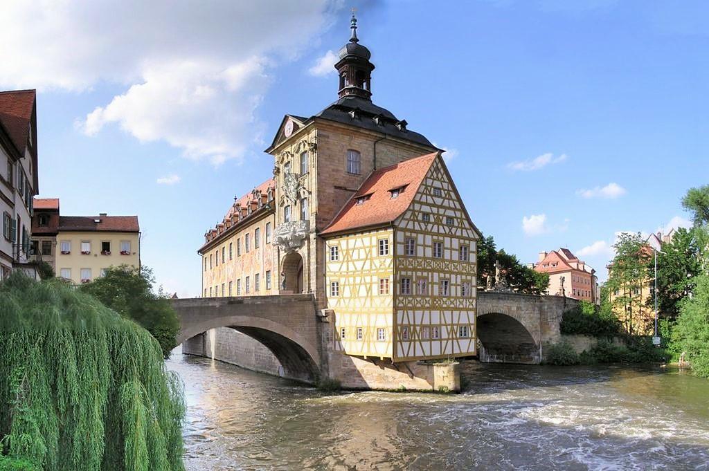 1024px-Bamberg-altes-rathaus.jpg