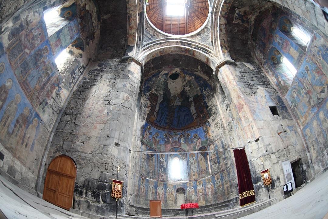 akhtala_monastery_inside.JPG