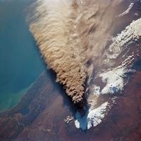 Vulkánkitörés a világűrből nézve