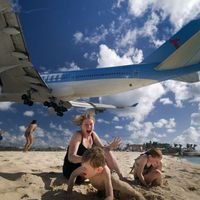 Maho Beach - napozás a kifutópályán