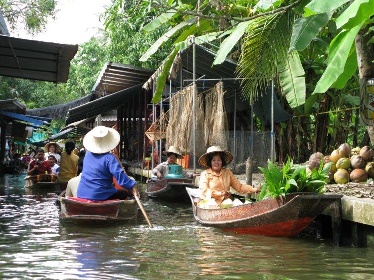 Bankok floating market.jpg