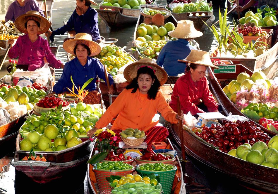 damnoen floating market bangkok.jpg