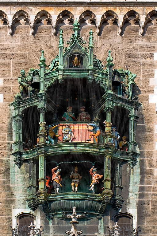 512px-Glockenspiel_im_Neuen_Rathaus, Glockenspiel.JPG