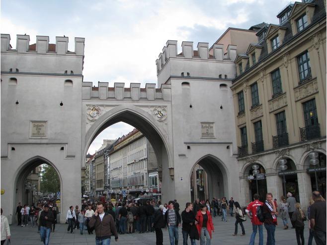 Karlstor az óváros nyugati kapuja.jpg