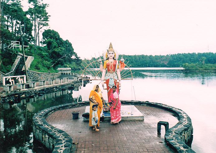 Grand Bassin a hinduk szent tava.jpg