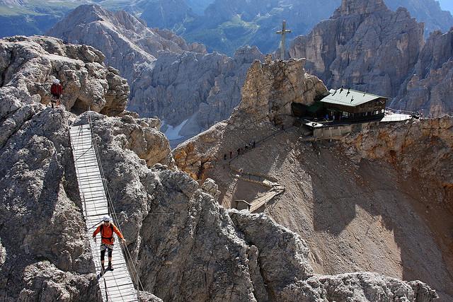 Cliffhanger2.jpg