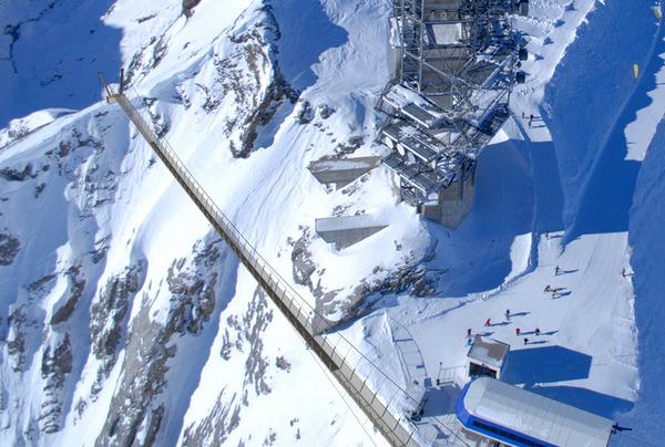 Titlis Cliff Walk.jpg