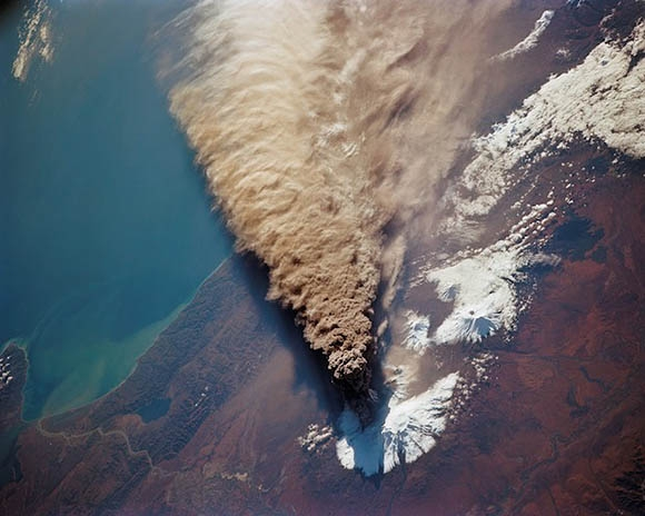 Vulkánkitörés_világűr.jpg