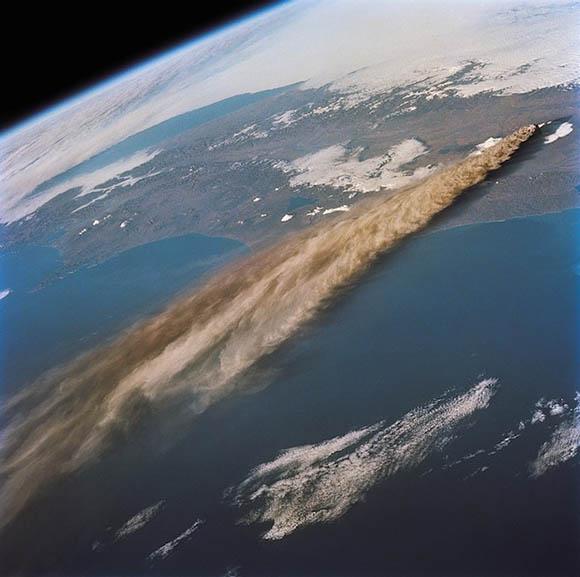 Vulkánkitörés_világűr2.jpg
