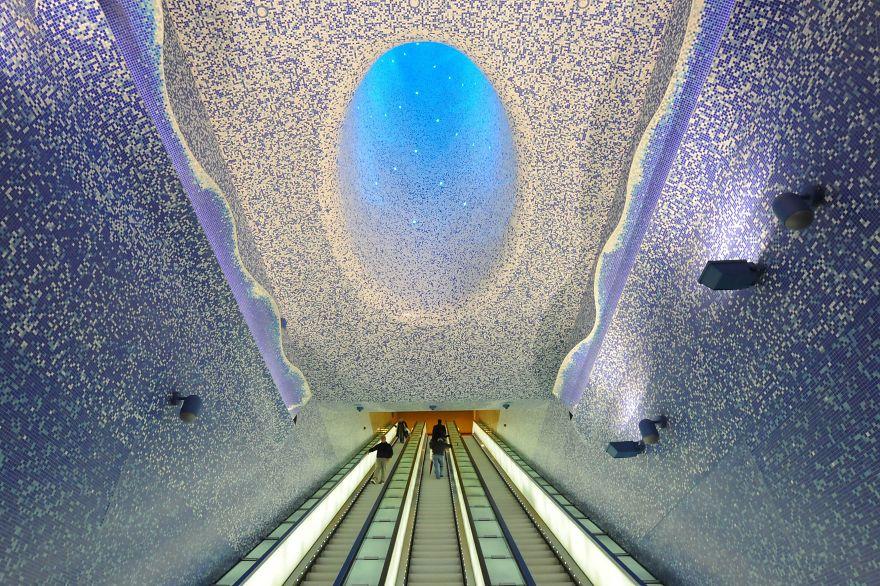 Toledo Metro Station, Naples, Italy.jpg